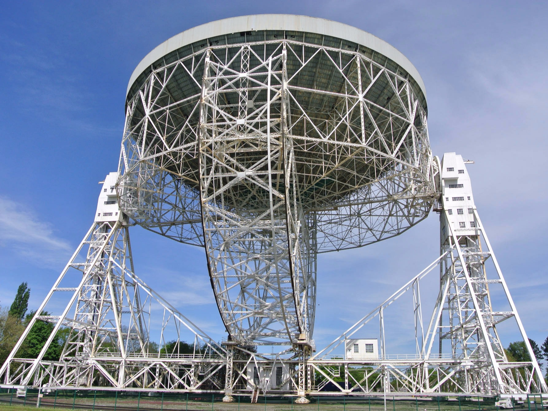 Jodrell Bank Observatory - photo by Ian Thirkettle